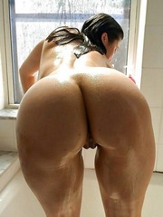 Amateur Naked BBWs view their big ass..