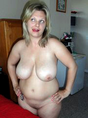 Amazing mature lady with huge natural..
