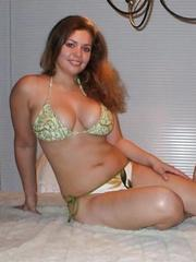 Curvy shaved gf with big natural..
